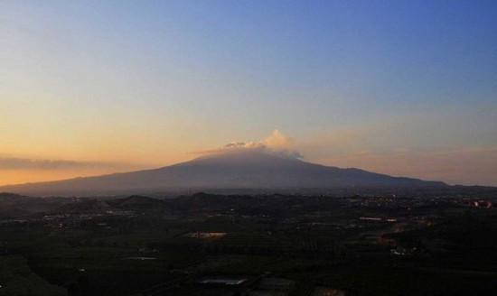 etna at sunset by gnuckx